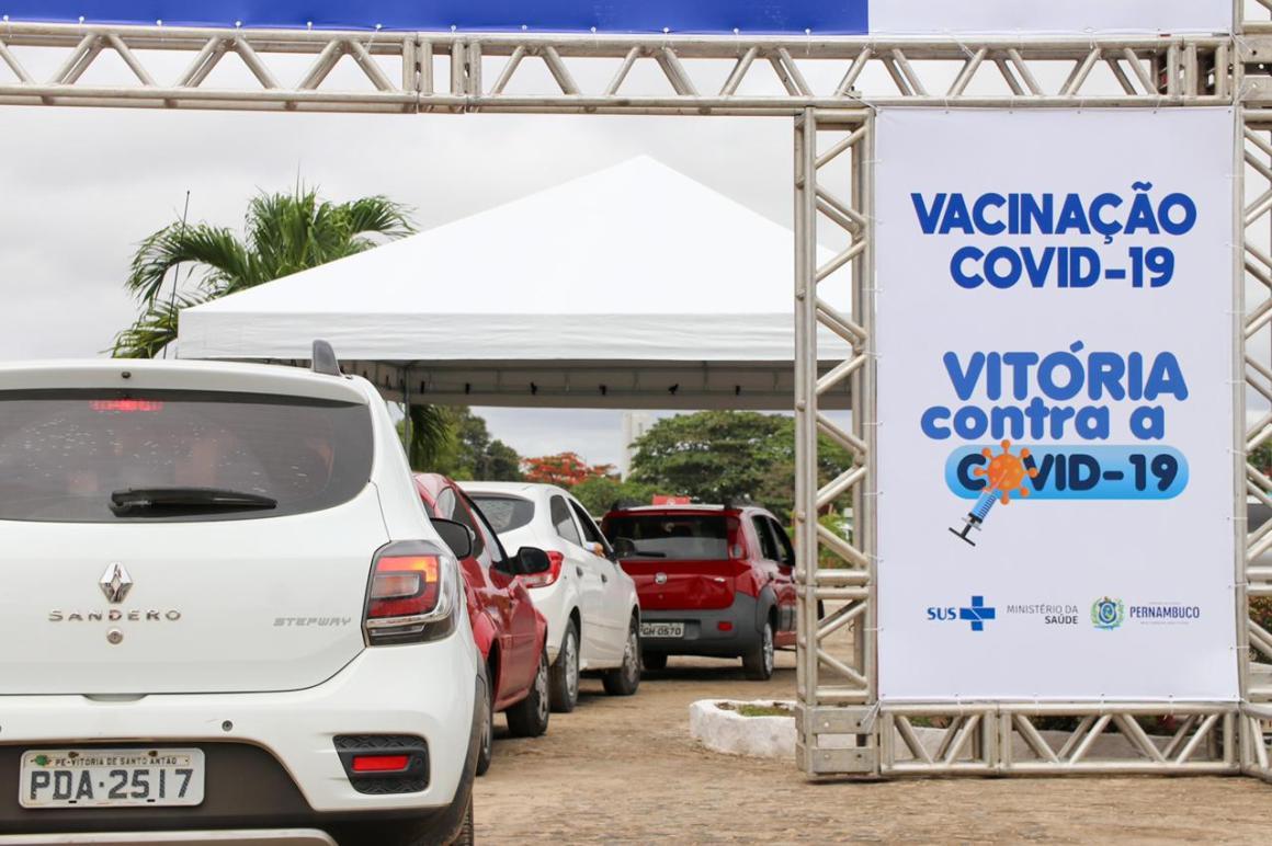 Idosos com mais de 85 já recebem vacina contra coronavírus em Vitória de Santo Antão