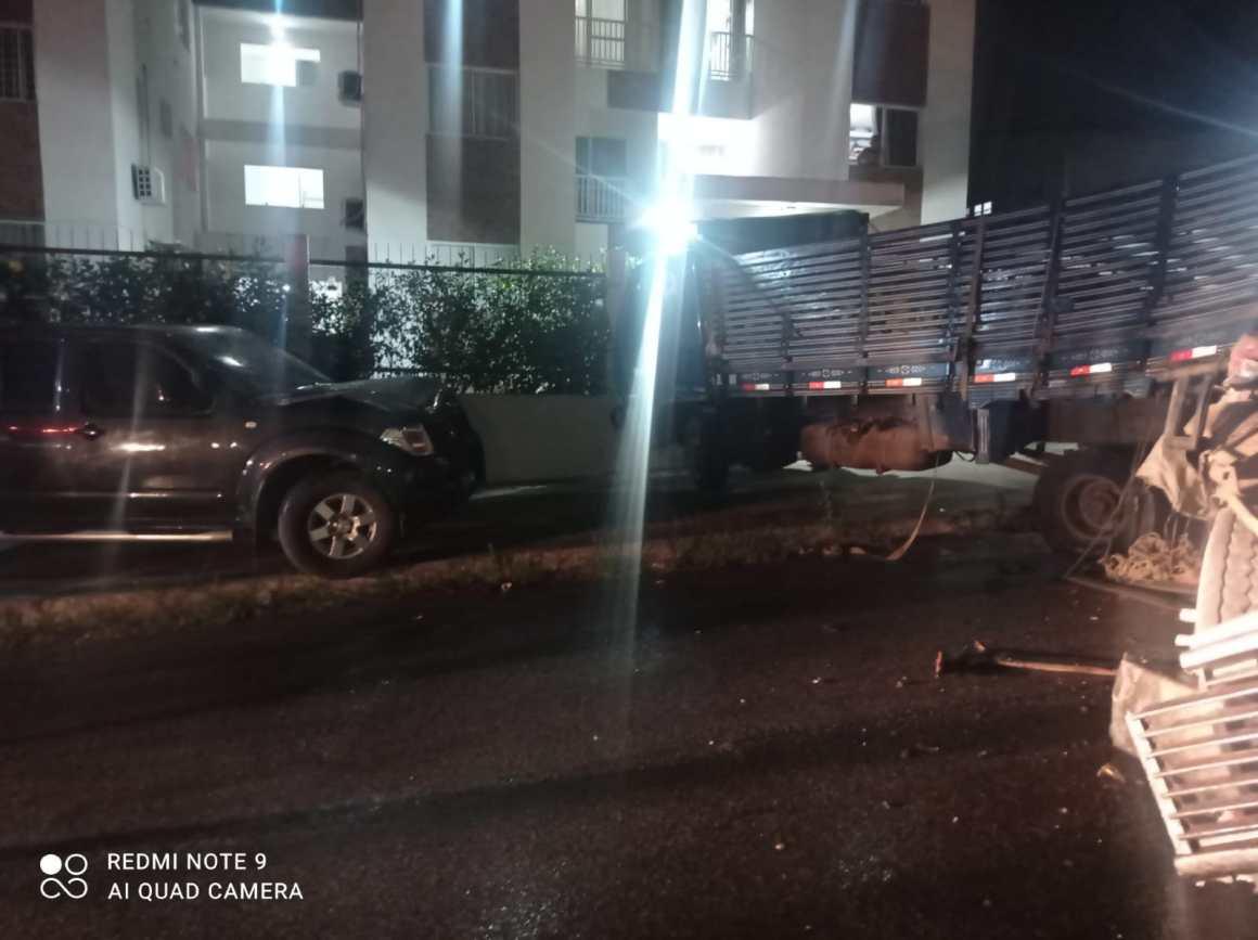 Gravatá: Caminhão pipa perde controle e provoca acidente no Jardim Petrópolis