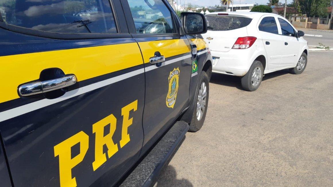Homicida é detido com carro roubado e documentos falsos em Lajedo
