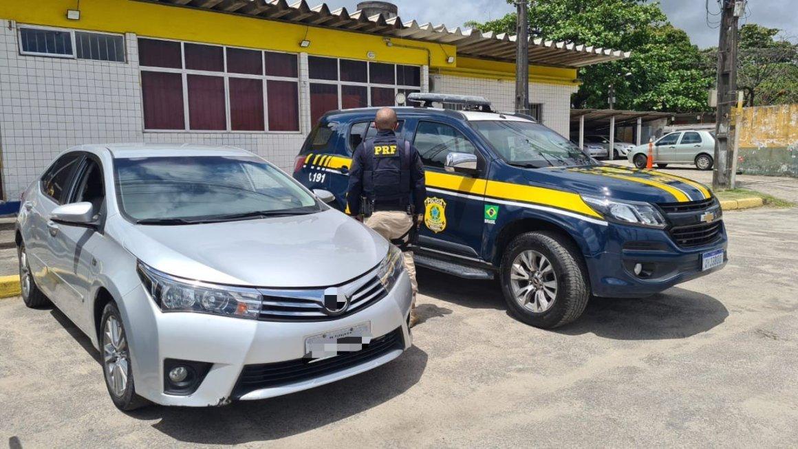 Carro furtado de locadora e veículo de luxo roubado são recuperados no Recife