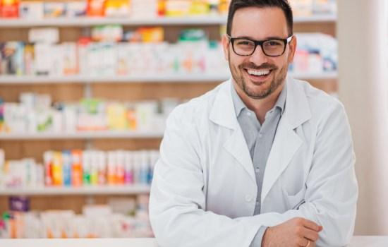 Hoje é o dia do farmacêutico; uma das áreas que mais cresceu no Brasil