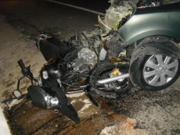 Agricultor morre após carro invadir contramão e bater em moto que vítima conduzia