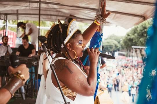 Americano e brasileira criam coco de Carnaval