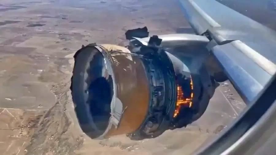 Susto: motor de avião pega fogo, explode e assusta passageiros em pleno voo