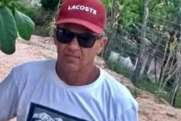 Homem assassinado a tiros quando pilotava motocicleta pela zona rural