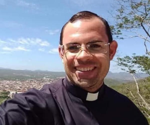 Corpo do Padre Fernando virá para Gravatá, mas será sepultado em Taquaritinga do Norte; veja percurso