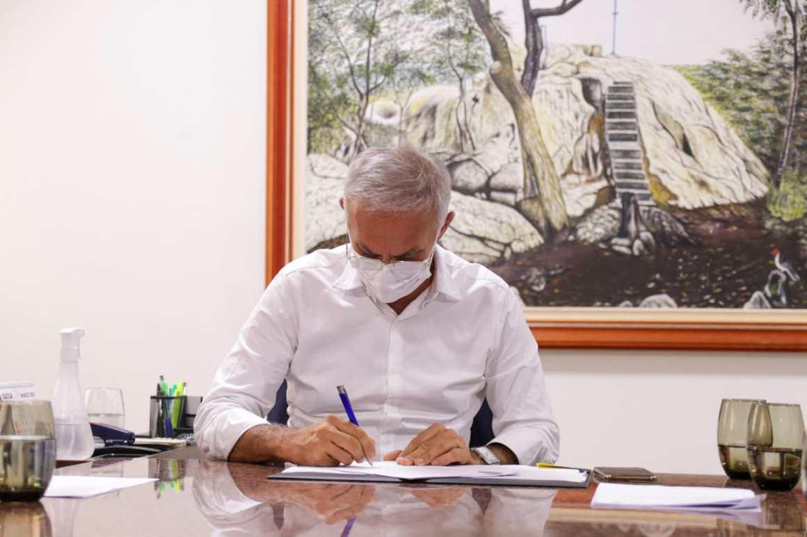 Prefeito de Vitória de Santo Antão pede autorização à Câmara para compra de vacinas