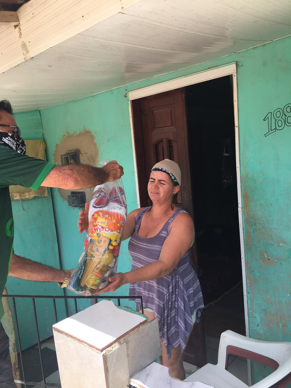 Rádio Clima devolve para os mais carentes, toneladas de alimentos arrecadados em único dia