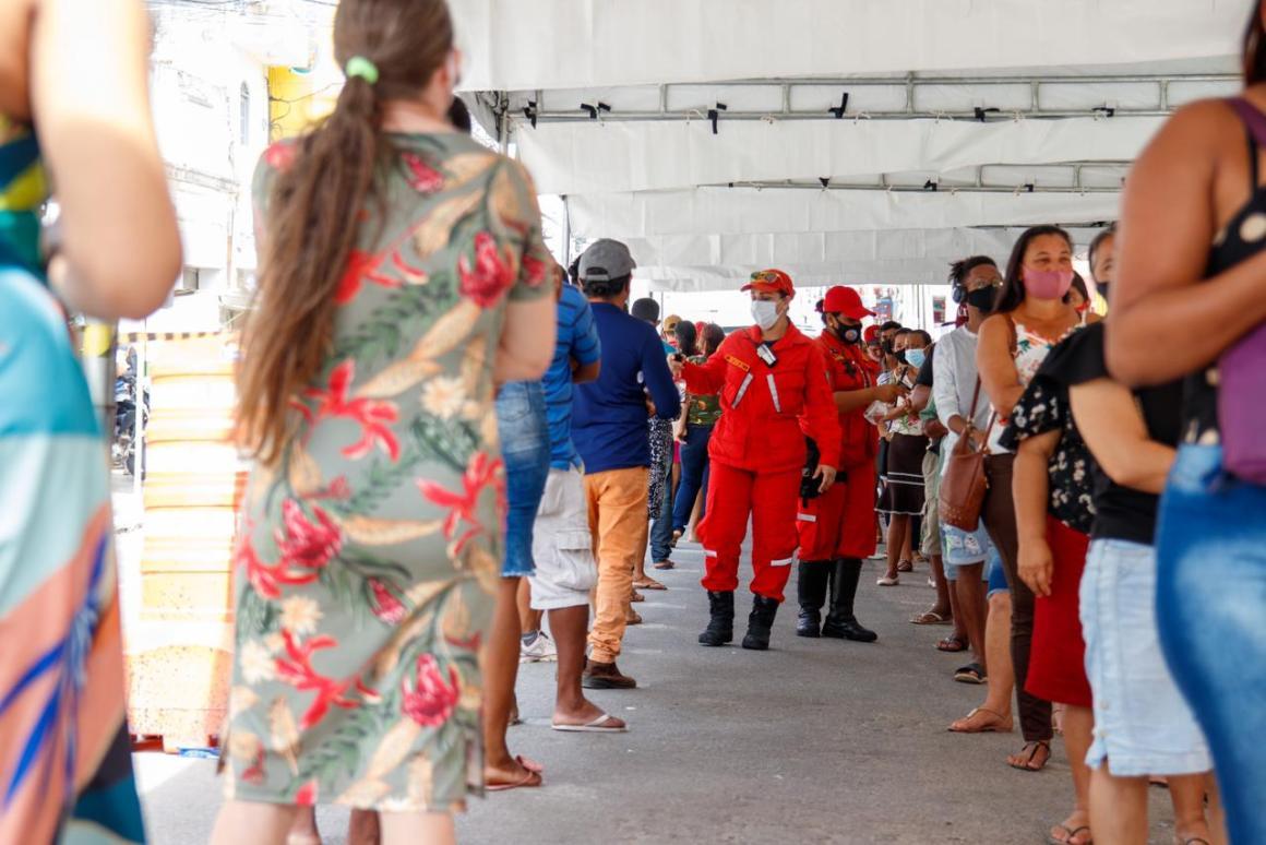Prefeitura da Vitória ajuda no disciplinamento da fila da Caixa Econômica