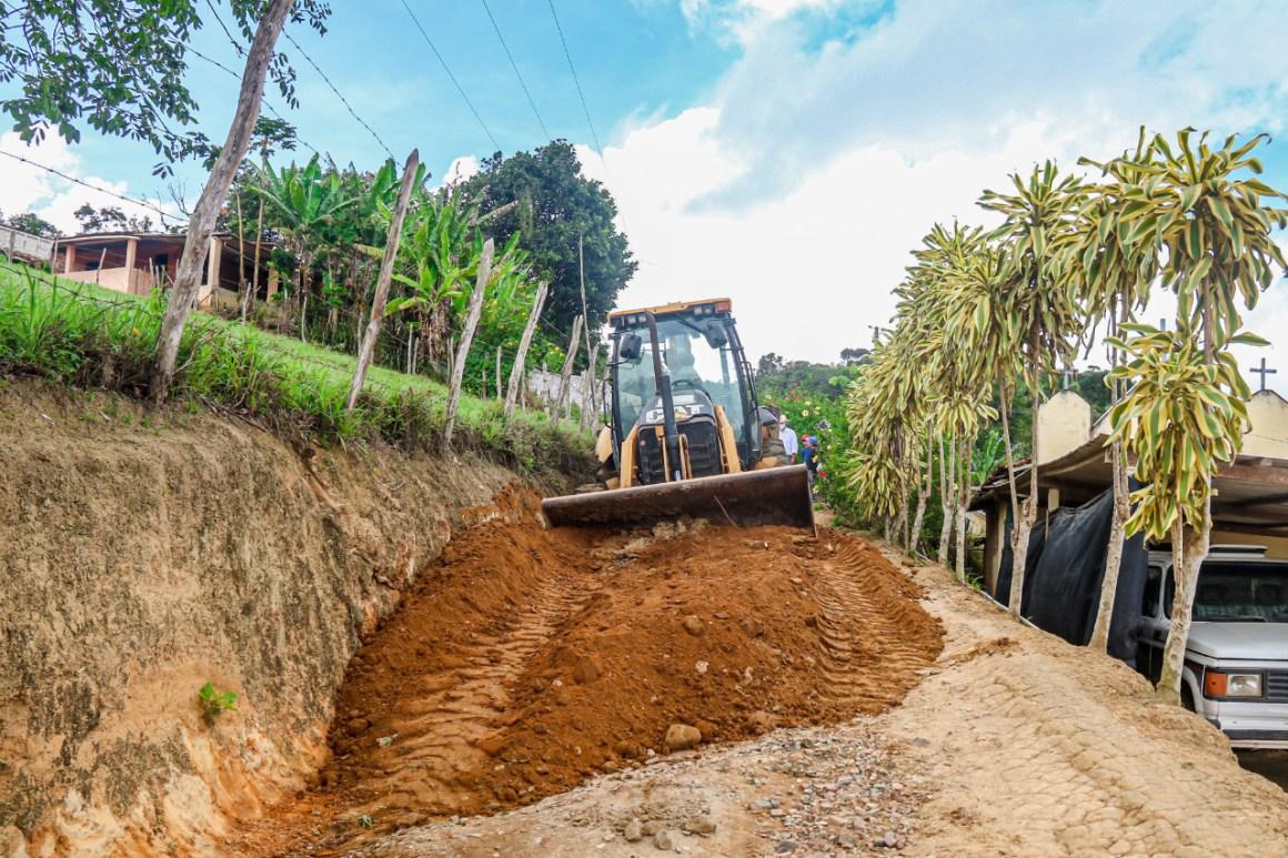 Manutenção das estradas seguem a todo vapor em Gravatá