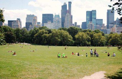 Leżąc na trawie w Central Parku dosyć szybko zapomnieć można o hałasie i zgiełku dużego miasta. (Fot. Paweł Bielecki)