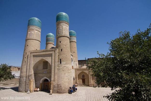 Cztery minarety w Bukharze. (Fot. Robb Maciąg)