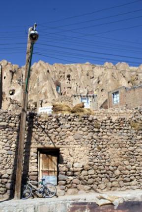 Irańska wersja domostw wydrążonych w skale, czyli Kandovan. (Fot. Tomek Mazur)