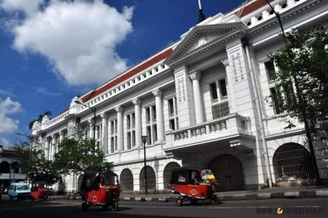 Budynki w historycznym centrum Dżakarty. (Loswiaheros.pl)