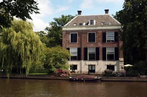 Podczas rejsu podziwiać można pochodzące z XVII i XVIII wieku imponujące rezydencje kupieckie, ustawione frontem do rzeki. (Fot. Agnieszka Zakrzewska)