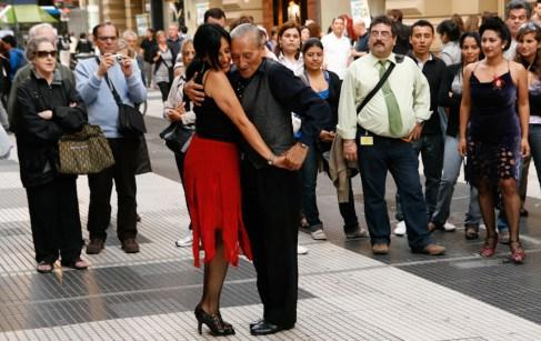 Tango dla turystów na Calle Florida. (Fot. Kuba Fedorowicz)