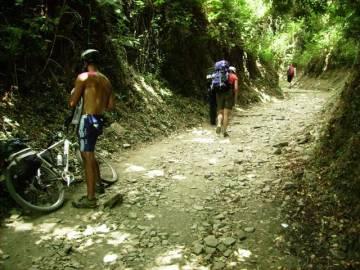 Pielgrzymi w drodze szlakiem Świętego Jakuba