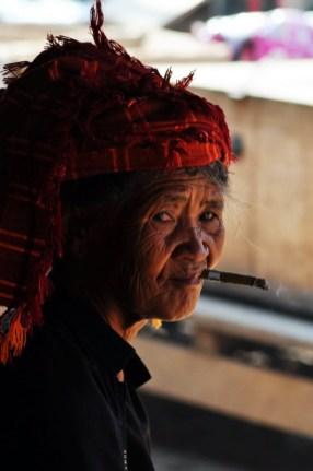 Birmanka mieszkająca nad jeziorem Inle. (Fot. Rafał Sigiel)