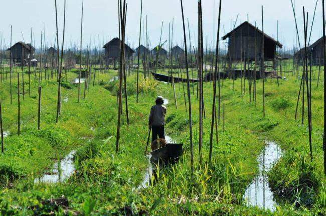 Birma - wioska na jeziorze Inle