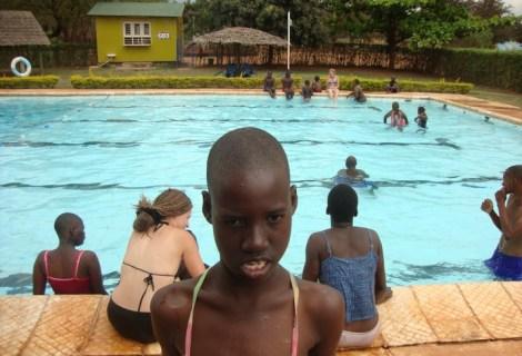 Raz w tygodniu wolontariuszki GLEN wykonywały z dziećmi ćwiczenia w basenie. (Fot. Dominika Pomorska)