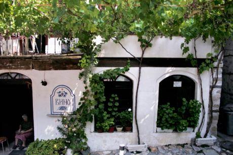 Gospoda w Melniku, gdzie oczywiście - oprócz picia wina - jedlismy szopską. (Fot. Kasia Boni)