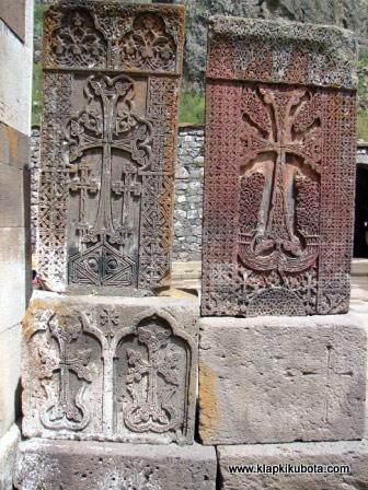 Armenia jest naznaczona krzyżem. (Fot. www.klapkikubota.com)