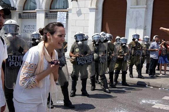W Atenach Katarzyna trafiła w sam środek antyrządowego protestu. Zaczęła robić zdjęcia, na Santorini nie dotarła... (Fot. Katarzyna Dybżyńska)