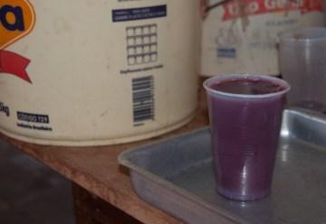 5.BOLIWIA, Sucre. Śniadanie wypada czymś popić. Wybór pada na api! Czyli ciepły i gęsty napój z czerwonej kukurydzy z laskami wanilii. (Fot. Piotr Horzela)