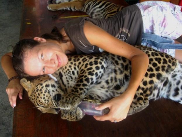 Natalia i podopieczny przygarnięty z tajskiej ulicy.
