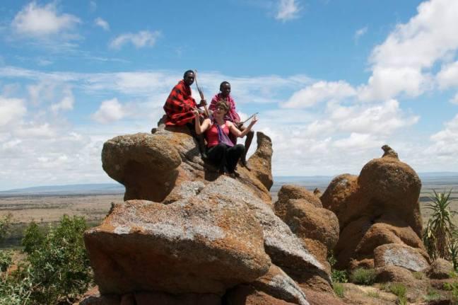 Kiwi, Simat oraz Sankale na jednym ze wzgórz Loita.