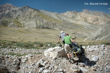 Początkowo jazda po kirgijskich drogach nie napawała optymizmem (fot. z archiwum Poza Horyzont)