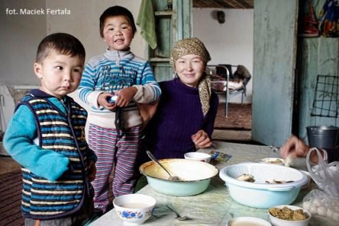 Kirgijska rodzina (fot. Maciek Fertała)