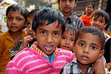 Azjatyckie dzieciaki to wdzięczny obiekt do fotografowania