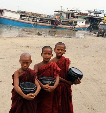 Młodzi mnisi w Birmie