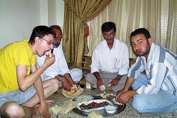 Arabowie swojego gościa głodnego nigdy z domu nie wypuszczą. (Fot. Mateusz Stachniuk)