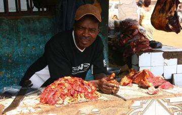 Sprzedawca mięsa z Kamerunu