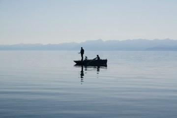 Łowienie ryb w jeziorze Bajkał. Zdjęcia z podróży do Rosji
