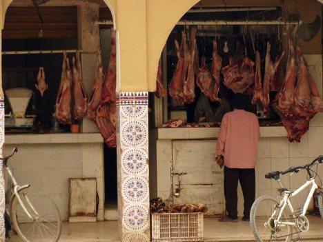 Sklep mięsny po marokańsku. (Fot. Zuzanna Gmitrzuk)