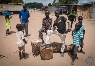 młodzi mieszkańcy Mangali