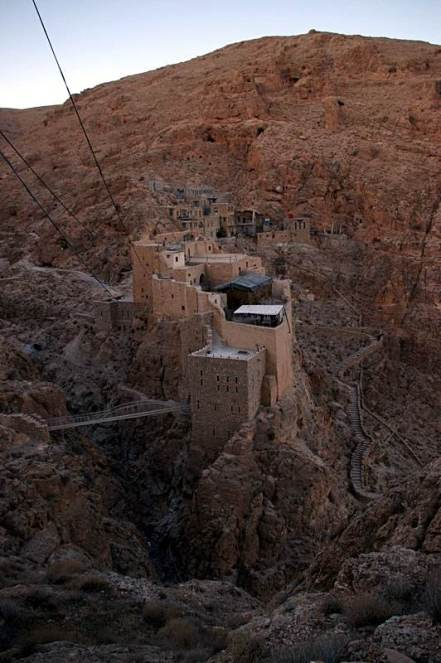 Widok na starą część klasztoru Deir Mar Musa