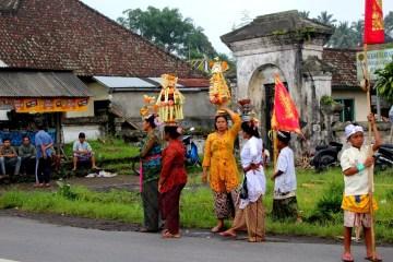Zdjęcia z podróży na Bali - uroczystości w wiosce