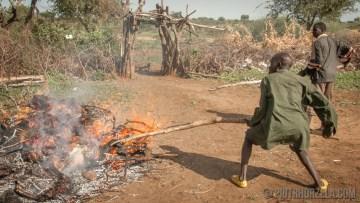 Gotowanie mięsa w Afryce na ognisku