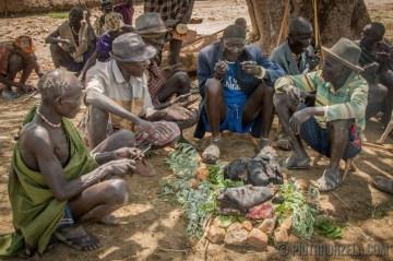 Uczta z zabitego byka - Afryka, Sudan Południowy