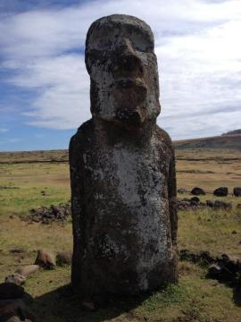 Dumny moai ludu Rapa Nui. (fot. Marta i Łukasz. Świat z bliska)