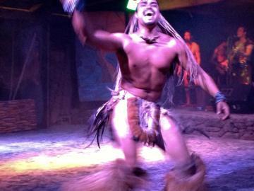 Przedstawienie taneczne w Hanga Roa. (Fot. Marta i Łukasz. Świat z bliska)