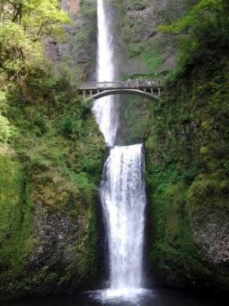 Malowniczy wodospad w stanie Oregon w USA