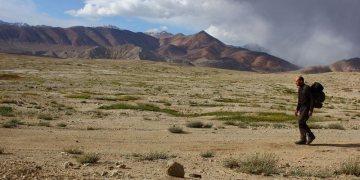 Łukasz Supergan idzie przez góry Pamiru