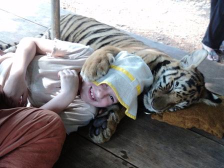 Dziecko i tygrys
