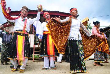 Tańce ludu Maggarai - zdjęcia z podróży po Indonezji