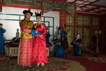 Tradycyjny Mongolski taniec - foto